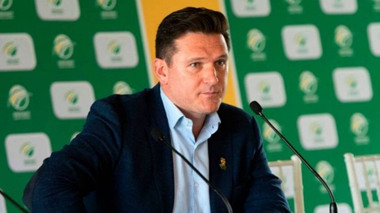 """""""It's disappointing"""": Graeme Smith slams double standards of players after IPL 2021 gets postponed"""
