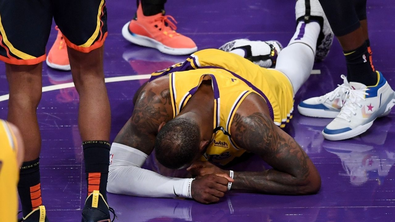 """""""LeBron James stop lying"""": NBA fans react to Lakers MVP saying he was seeing 3 rims w"""