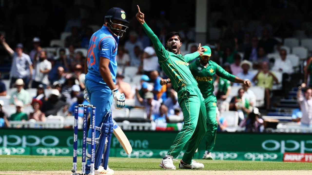 """""""Easy to bowl to him"""": Mohammad Amir finds bowling to Rohit Sharma easier than Virat Kohli"""