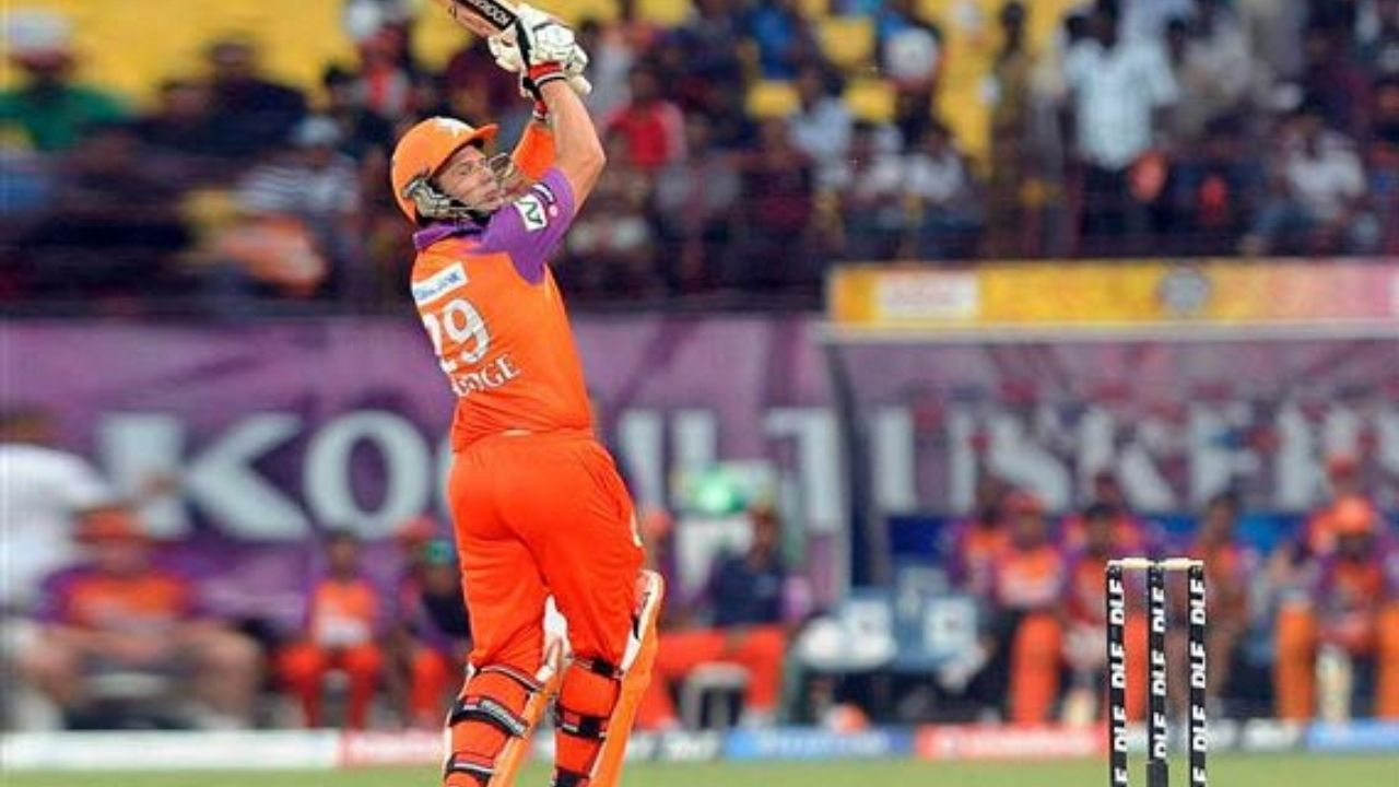 """""""Players owed money from 10 years ago"""": Brad Hodge slams BCCI over non-payment for representing Kochi Tuskers Kerala in IPL 2011"""