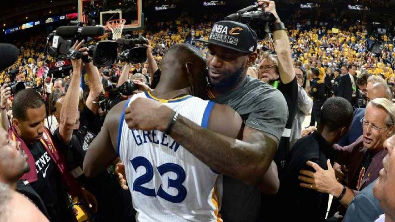 """""""Congratulations Washed King!"""": Warriors' Draymond Green trolls LeBron James while applauding him for making the All-NBA Second Team"""