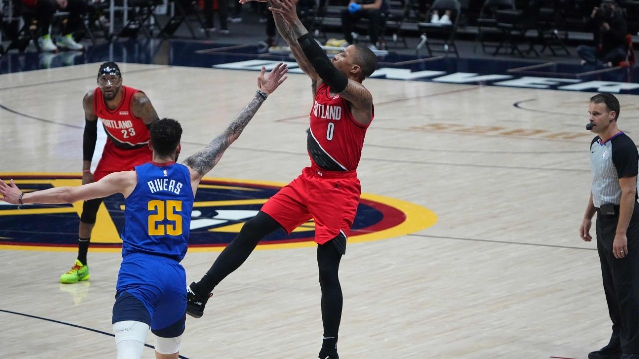 """""""Thank God Damian Lillard missed"""": Austin Rivers is hilariously seen praying for Blazers MVP to miss amidst historic 55-point night in Game 5 win"""
