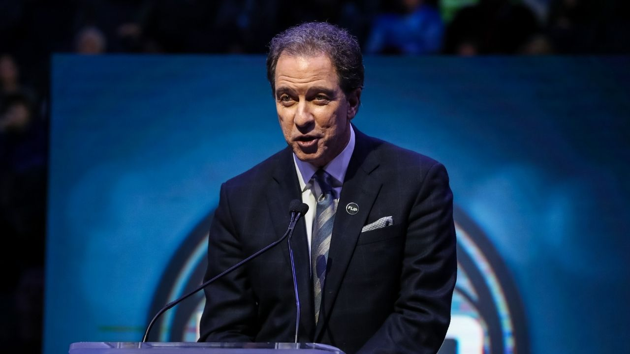 """""""Kevin Harlan, you've gone too far"""": Lakers and NBA Fans react to TNT announcer's antics ahead of the second quarter in Lakers vs Suns Game 6"""