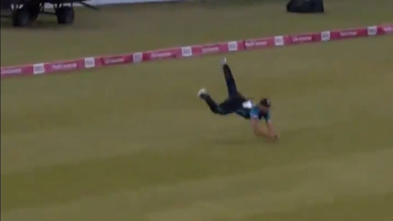 Ross Whiteley catch vs Northamptonshire: Watch Worcestershire player grabs magnificent diving catch to dismiss Ricardo Vasconcelos in T20 Blast