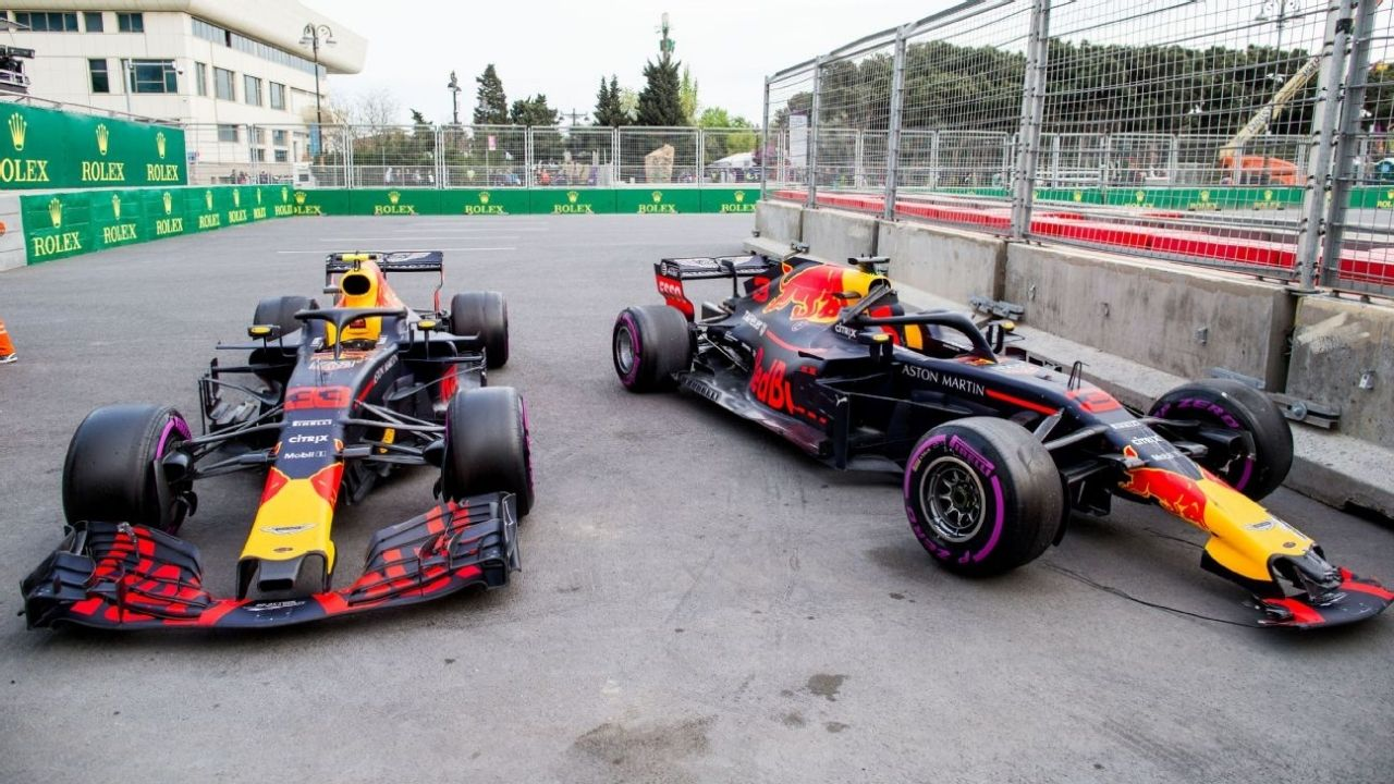 """""""It's good""""– FIA adds stickers to cars inspect flexi wings"""