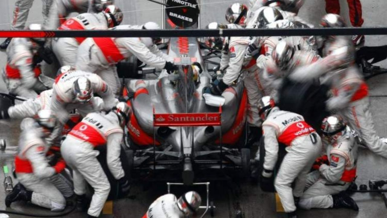 """""""It puts a lot of pressure on Pirelli""""– Lewis Hamilton supports return of re-fuelling"""