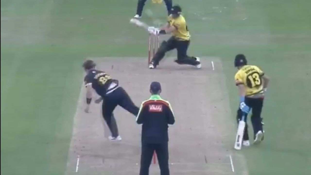 Glenn Phillips cricket: Kiwi batsman plays unbelievable reverse scoop off Dan Douthwaite in T20 Blast 2021