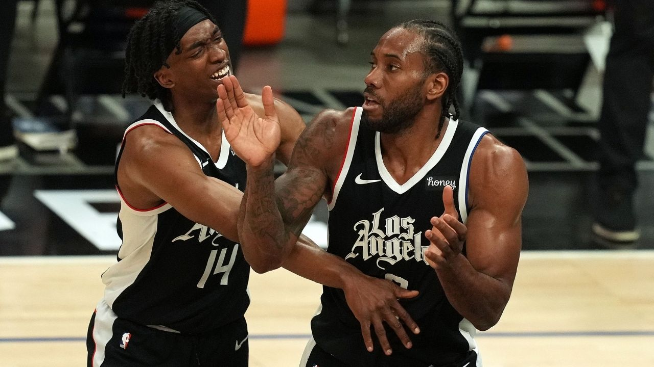 """""""Nice Pass!"""": Clippers' Kawhi Leonard trolls Terrance Mann after cleaning up an air-ball and getting a 3-point play against the Mavericks"""