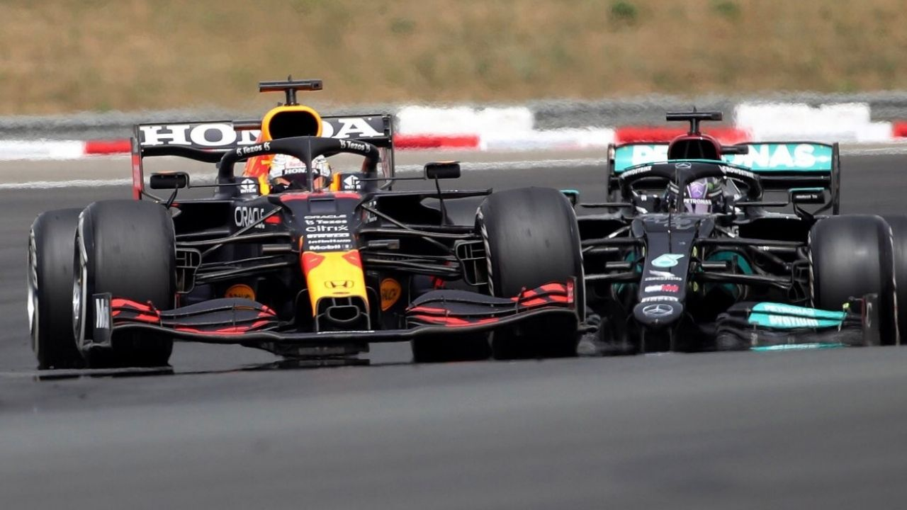 """""""It was pointless to defend""""– Lewis Hamilton reveals why it was waste of time to defend against Max Verstappen"""