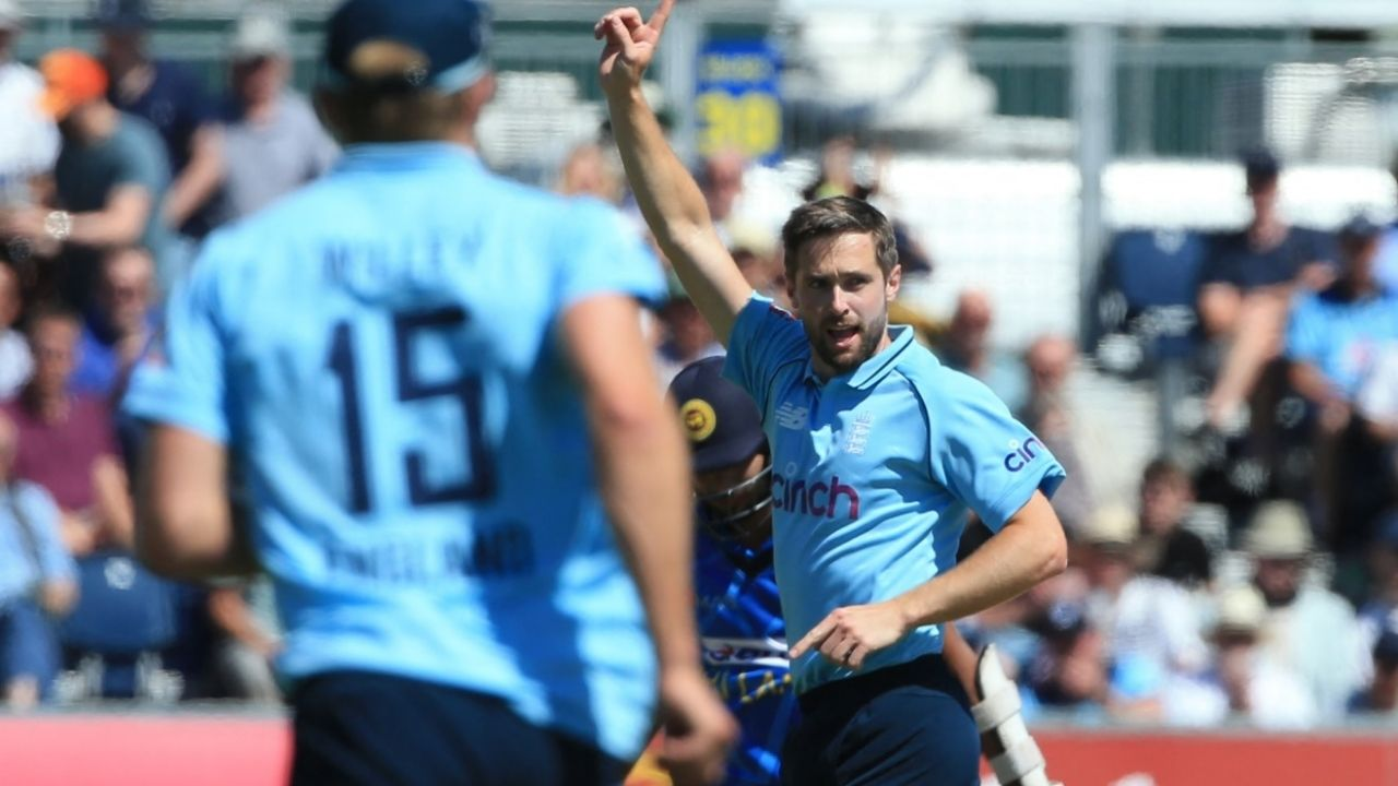 Why is Chris Woakes not playing today's 2nd ODI between England and Sri Lanka at The Oval?