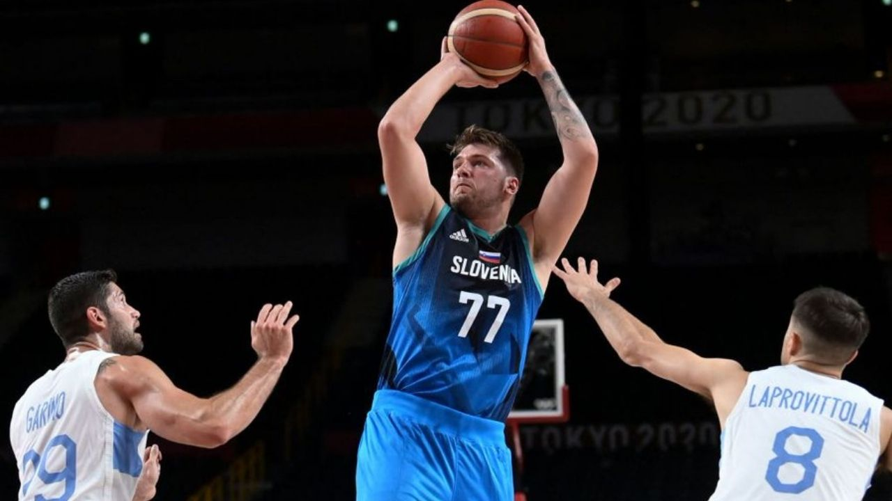 """""""New York D*cks!? Did she really say that"""": NBA Fans troll CNBC Olympics commentator for completely butchering the New York Knicks name during the Slovenia-Argentina matchup"""