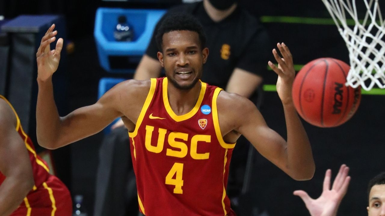 """""""Evan Mobley is Chris Bosh on offense and Anthony Davis on defense"""": Potential top-3 pick in 2021 NBA Draft projects to have insane ceiling on both ends per NBA scouts"""