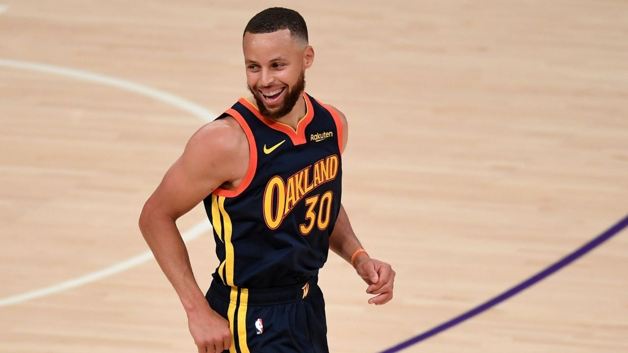 """""""Stephen Curry's rookie card bought for an incredible $5.9 million"""": Warriors MVP breaks LeBron James' record after his rookie card sells for an all-time record"""