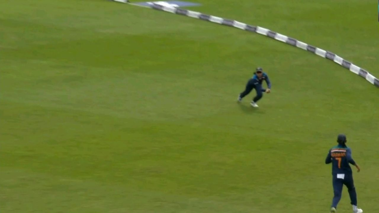 """""""Fly Smriti fly"""": Twitter reactions on Smriti Mandhana's acrobatic catch to dismiss Nat Sciver in Worcester ODI"""