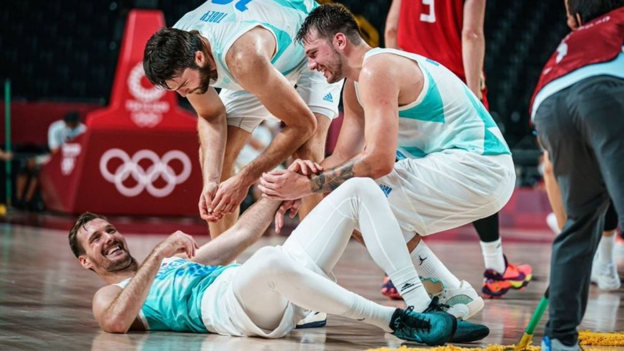 """""""Luka Doncic led an entire team with YMCA players to the semis"""": NBA Twitter goes crazy as the Mavericks' MVP leads Slovenia to defeat Germany 94-70 to enter the semis at Tokyo 2020"""