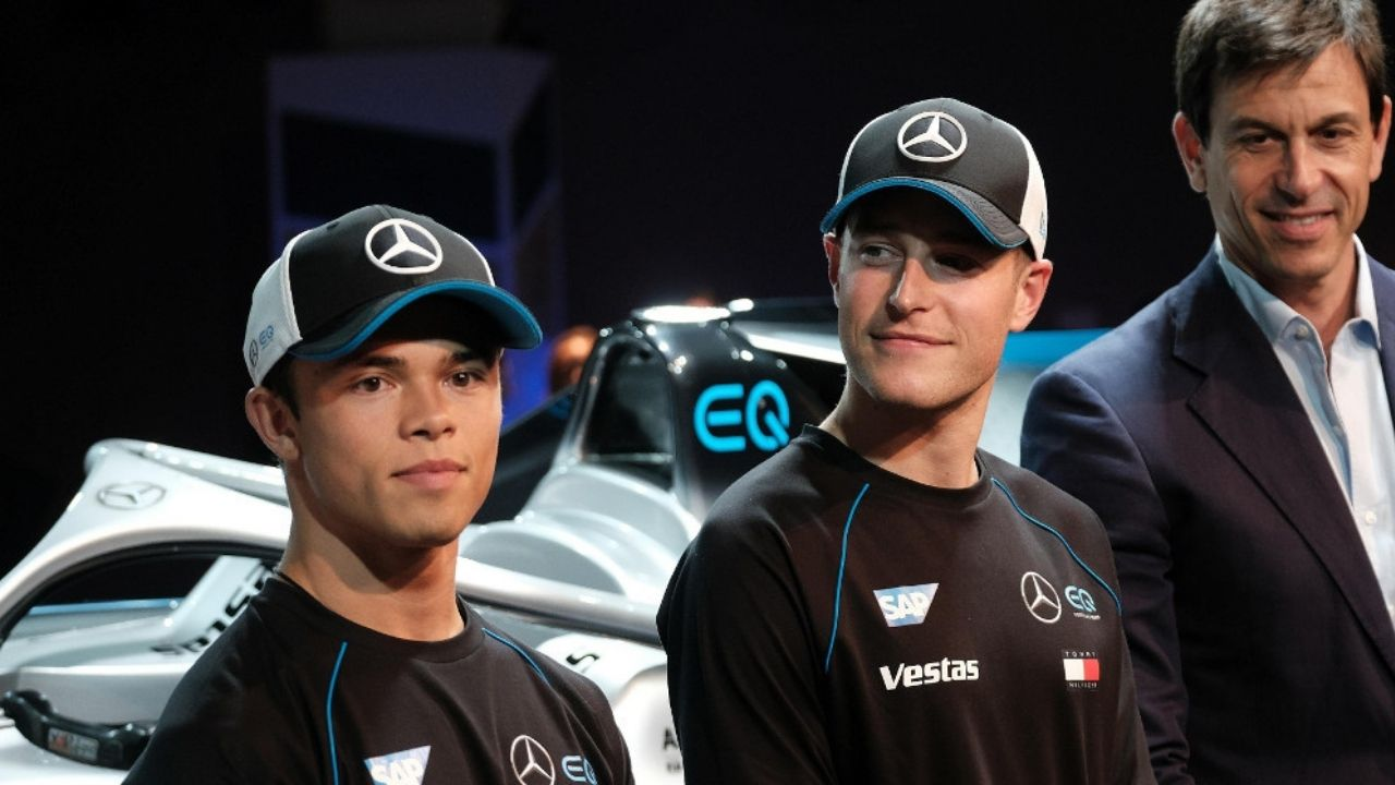 """""""I don't really read F1 related media reports"""" - Valtteri Bottas is unconcerned by Nyck de Vries and Stoffel Vandoorne to Williams links"""