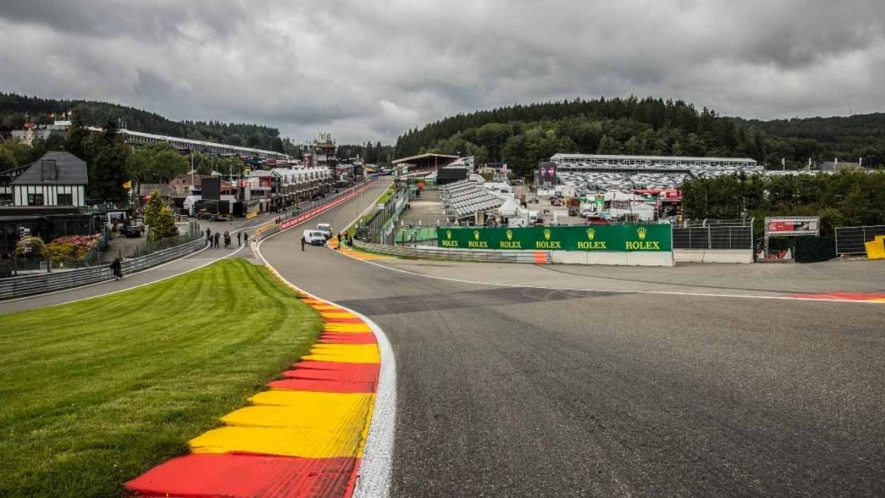 """""""It's very bumpy now through Eau Rouge""""– Lewis Hamilton complains about massive bump slides at high speed turn"""