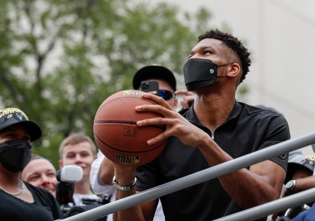 """""""Giannis is already the face of the league!"""": Kendrick Perkins heaps some massive praise onto Bucks superstar over the likes of LeBron James and Stephen Curry"""