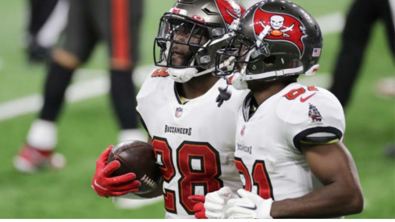 """""""Antonio Brown is the Heavyweight Champ"""": Leonard Fournette Gives His Buccaneers Teammate a New Nickname After His Training Camp Altercation with Chris Jackson"""