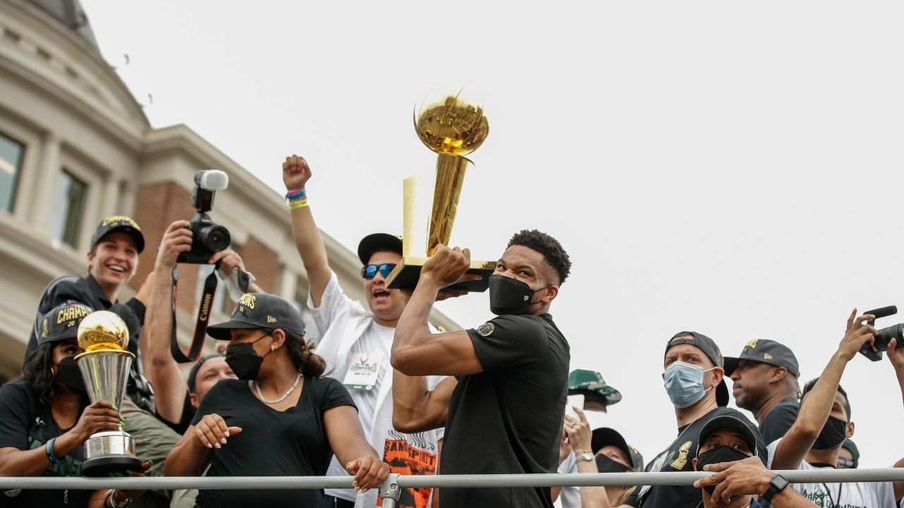 """""""Call Giannis superman, just call me Shaq!"""": Lakers legend surprises everyone in the NBA community with his most recent post on Instagram"""