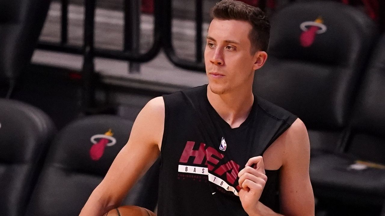 """""""Duncan Robinson sh*tted in the Playoffs last year"""": NBA fans hilariously roast the Miami Heat sharpshooter's $90 million contract while he hides behind a car to surprise them"""