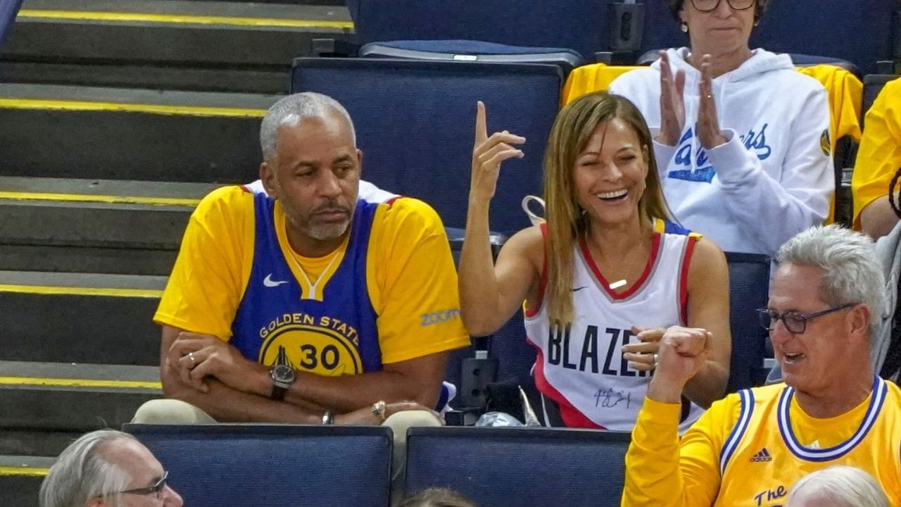 """""""Love is dead"""": NBA Twitter reacts as reports say Stephen Curry's parents Sonya and Dell Curry have recently filed for divorce"""