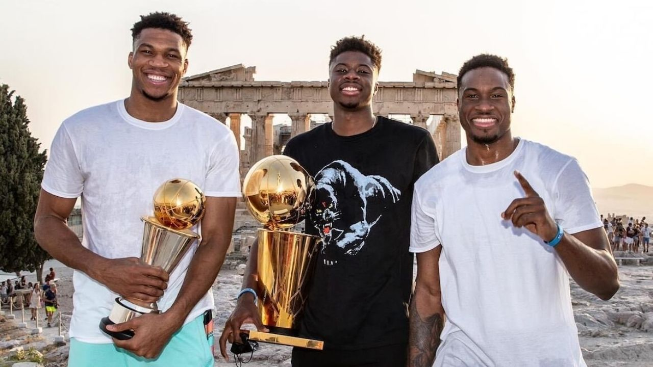 """""""Giannis Antetokounmpo had to buy a ticket to get into the Acropolis! """": The Greek Freak pays a visit to cultural heritage accompanied by his family"""