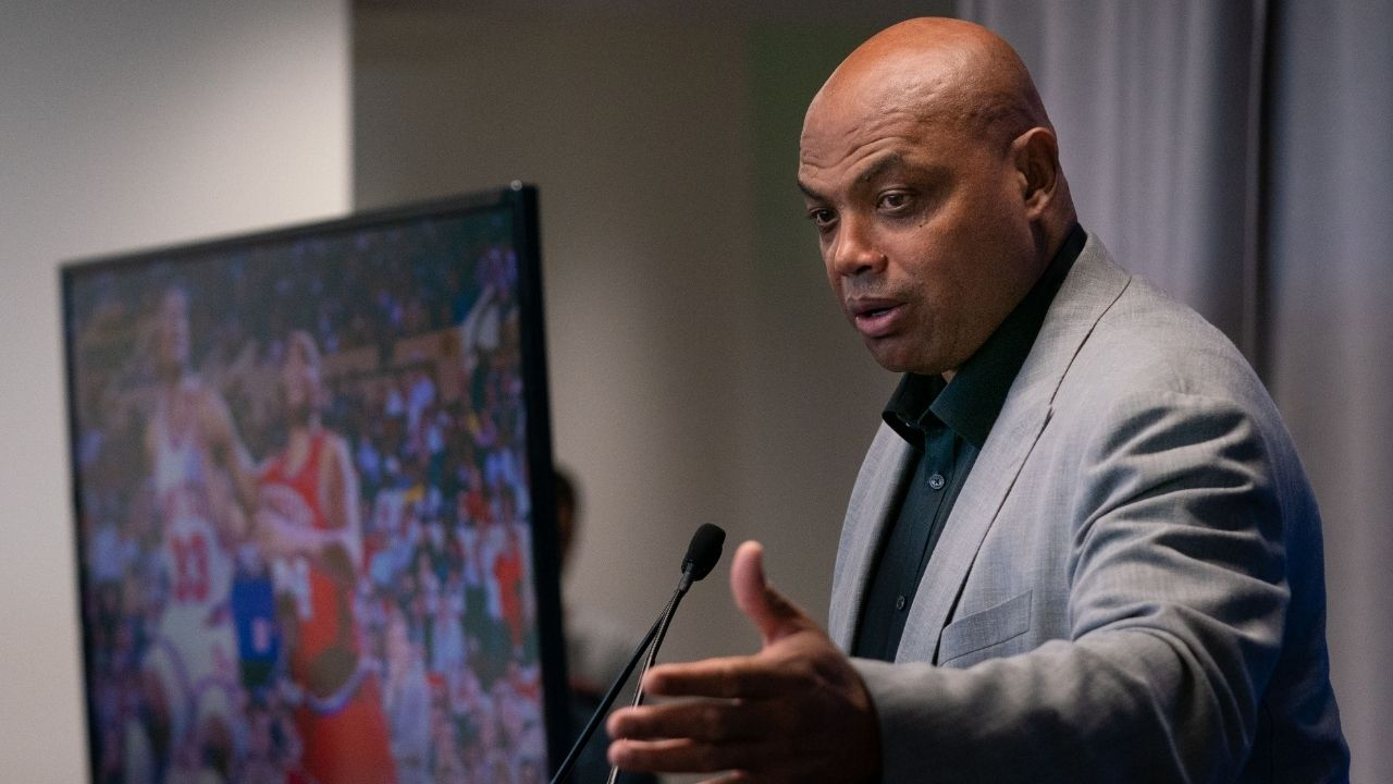 """""""Charles Barkley once tipped a blackjack dealer $25,000"""": TNT analyst and Hall of Famer calls Michael Jordan and Tiger Woods 'cheap' while sharing an awesome tip story"""