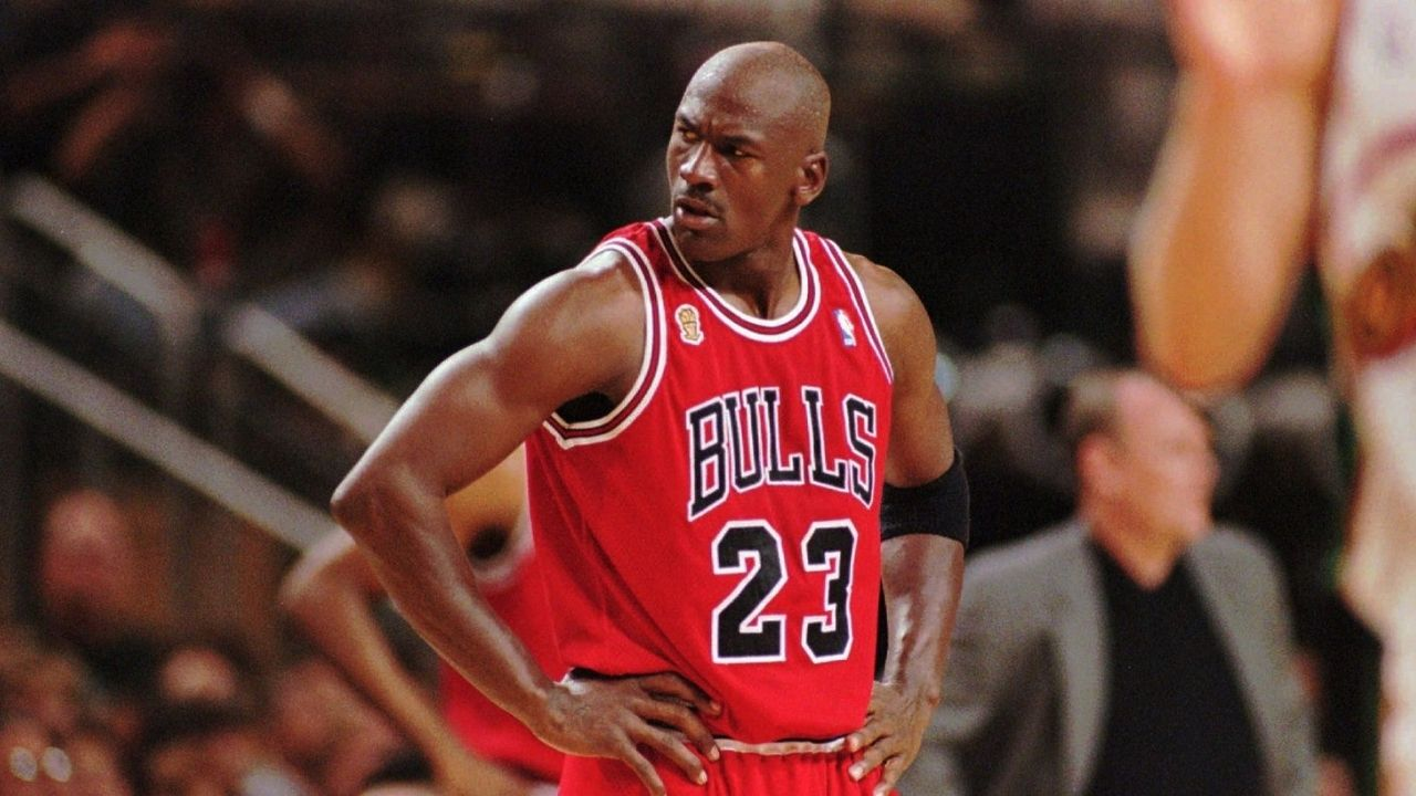 """""""Lost one game and chairs were being thrown"""": Bulls star reveals how Michael Jordan was pissed after a single home loss en route to winning 72 games instead of 73"""