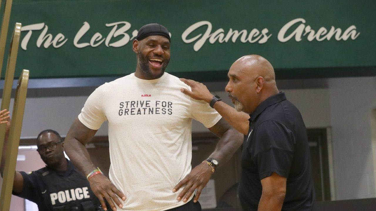 """""""LeBron James would love being a football star!"""": Lakers star gets serenaded with popular sports chant while boarding a yacht by fans in Italy"""