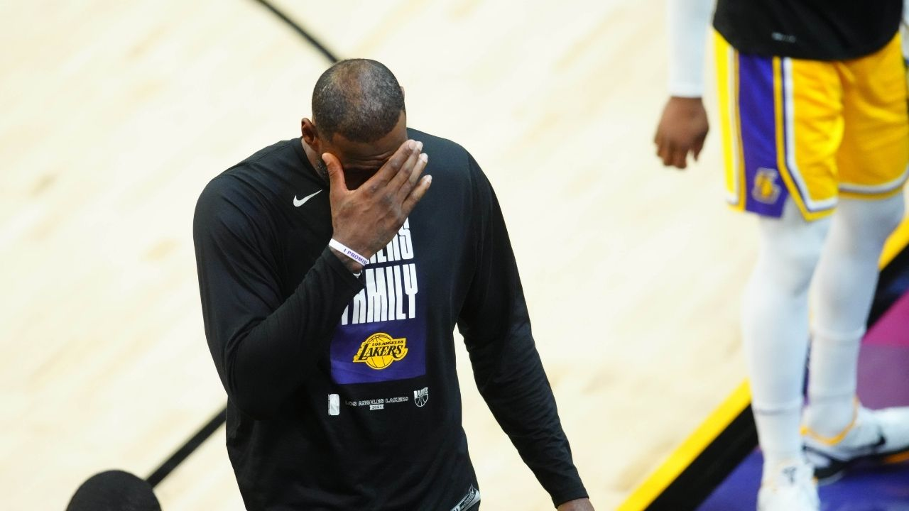 """""""LeBron James' hairline looks like he swallowed a lunch box, and it went right to his forehead!"""": NBA Twitter reacts as Ronnie 2K does the Lakers star completely dirty in NBA 2K22"""