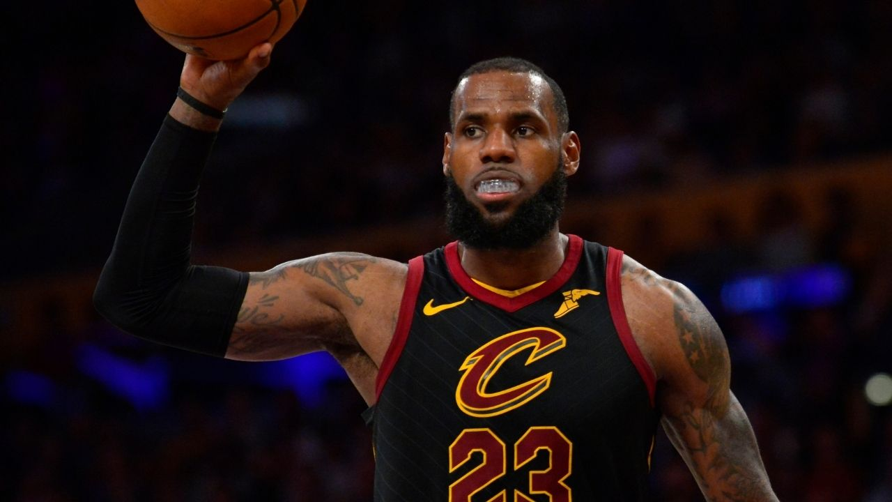 """""""LeBron James really faked the whole team out and found his center"""": NBA Twitter went crazy when the Cavs superstar displayed his high IQ and passed the ball for an easy dunk"""