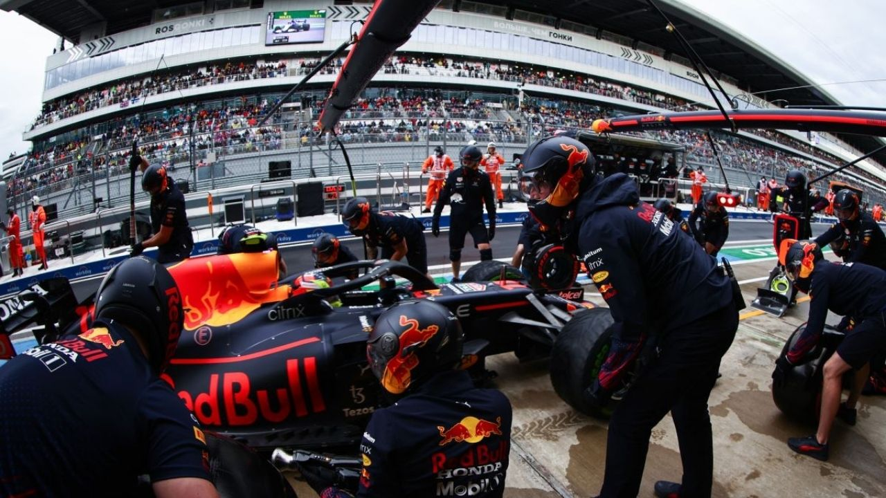 """""""That exacerbated the problem""""– Christian Horner reveals technical directive didn't spoil Sergio Perez's pitstop"""