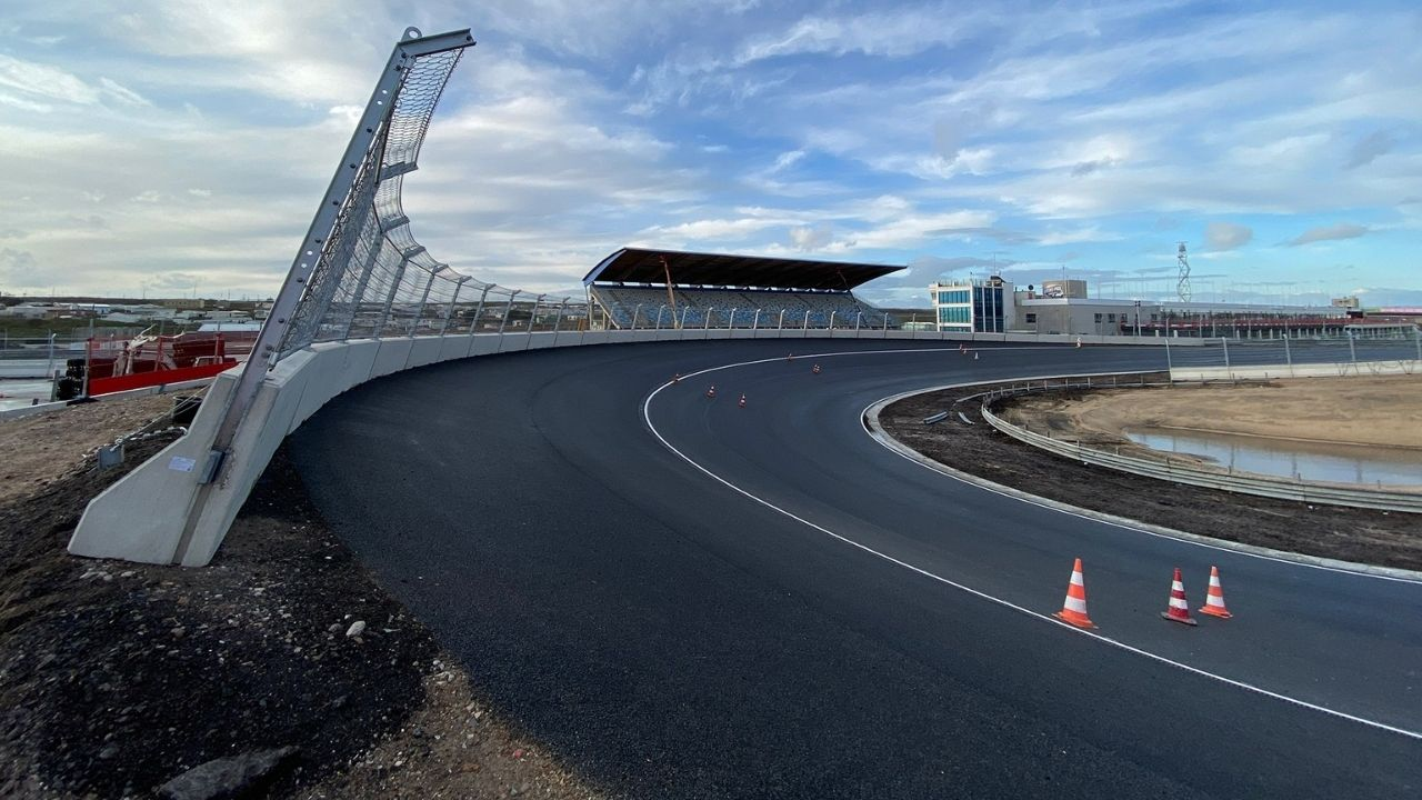 """""""We might actually have it on Saturday"""" - Carlos Sainz expects DRS on Zandvoort's banked turn after practice sessions"""