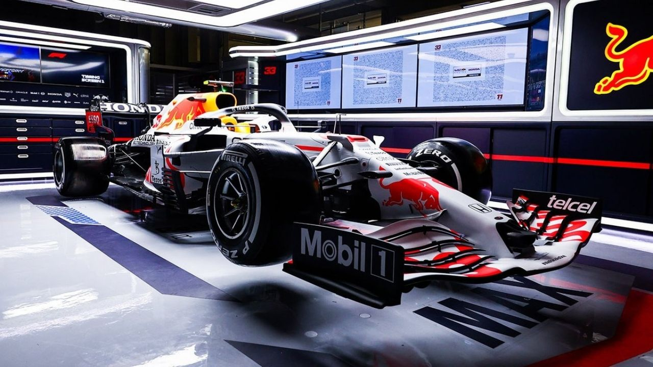 """""""Special livery? We tried that once""""– Mercedes warn Red Bull how their special white livery could blow their title contention"""