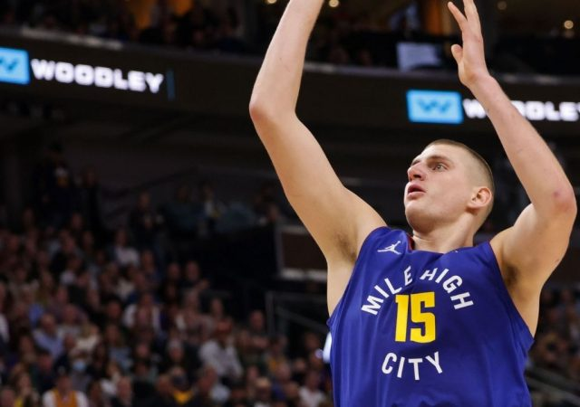 """""""Is Nikola Jokic's season over?!"""": Denver Nuggets suffer a massive loss as the Joker goes down holding his knee against the Jazz"""