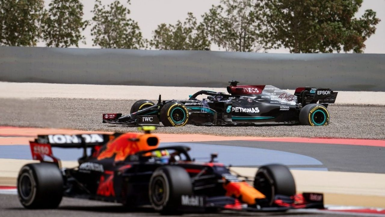 """""""I really hope Lewis doesn't get me"""" - Sergio Perez committed to holding up Lewis Hamilton as he looks to get closer to Max Verstappen in Istanbul"""