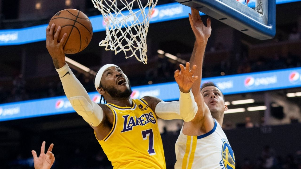 """""""That's my rebound LeBron James, f**k outta here!"""": Carmelo Anthony comes up with an absolutely hilarious highlight during the Lakers's preseason game vs the Warriors"""
