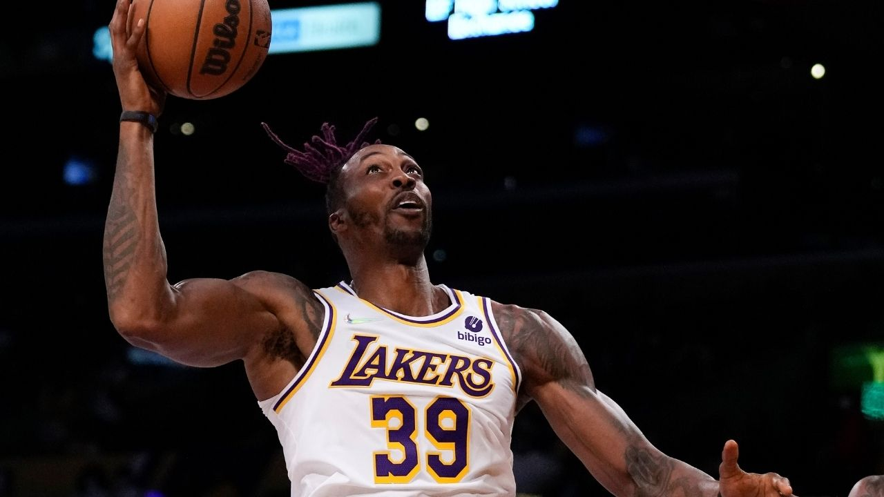 """""""Dwight Howard's impression of LeBron James is absolutely spot on!"""": Lakers center makes a hilarious highlight, copying the King while on the bench"""